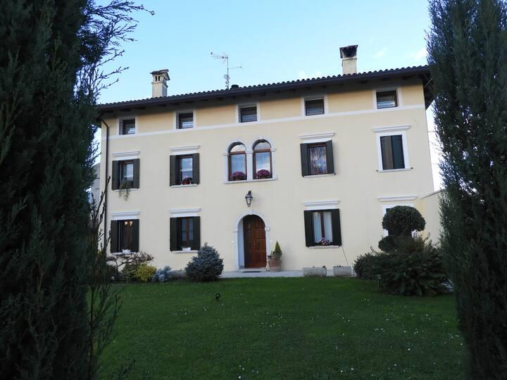 Appartamento in Villa Storica piano terra