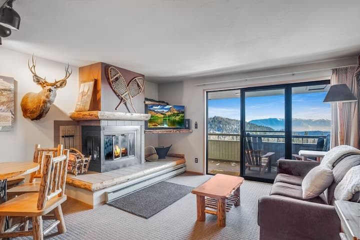 Spectacular views an ski access from this cozy Edelweiss one bedroom