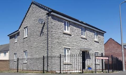 Spacious, modern house on Ffos Las Racecourse