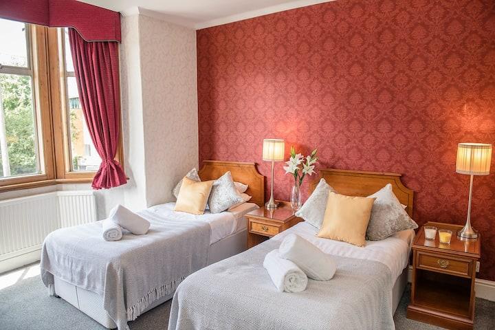 Imperial Cambridge Hotel Twin Room 1