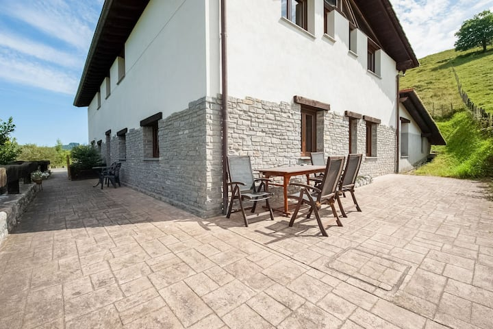 Secluded Holiday Apartment in Aiarnazabal with Garden
