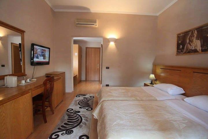 Hotel Tirona (Private Rooms)