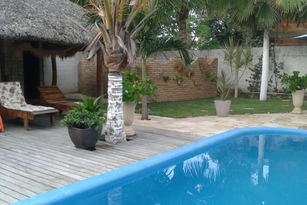 Área da piscina/deck para banhos de sol