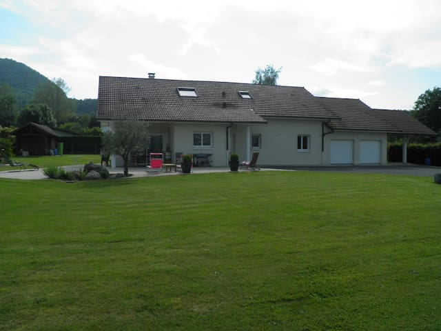 Maison contemporaine à la campagne 200 m² 7-8 pers - Peyrieu - 一軒家