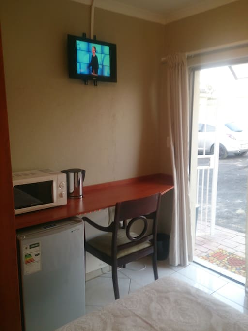 Bar Fridge,microwave,kettle & tv with 14 channels