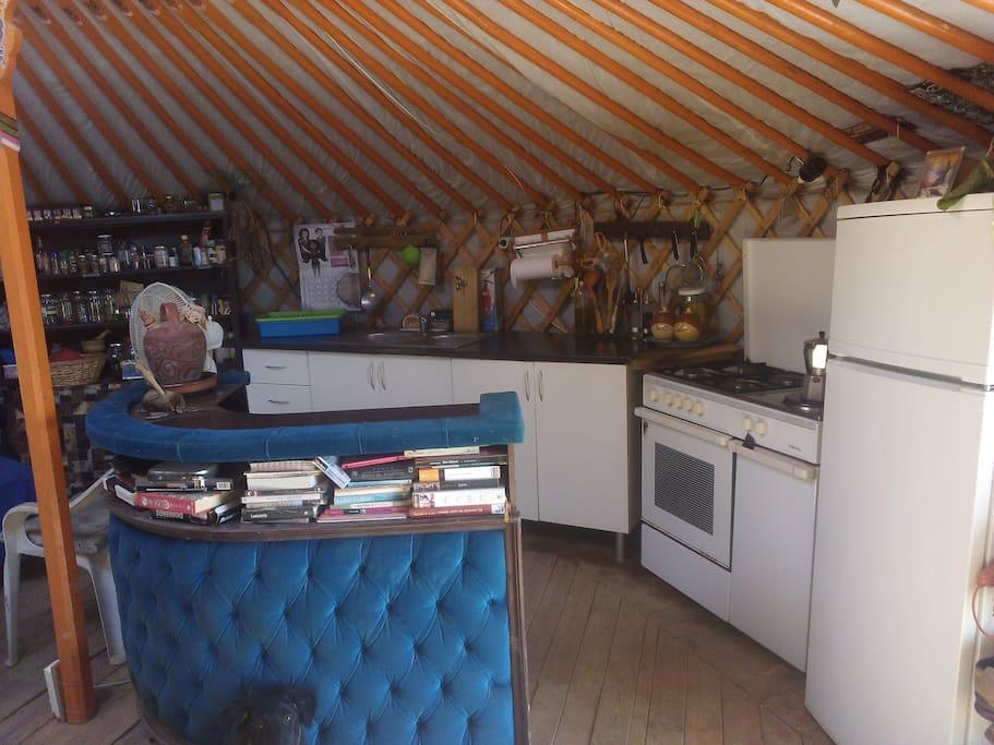 Cocina/salón yurta 1 espacio compartido
