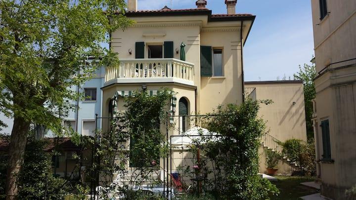 Monolocale sul lungomare in Villino Liberty