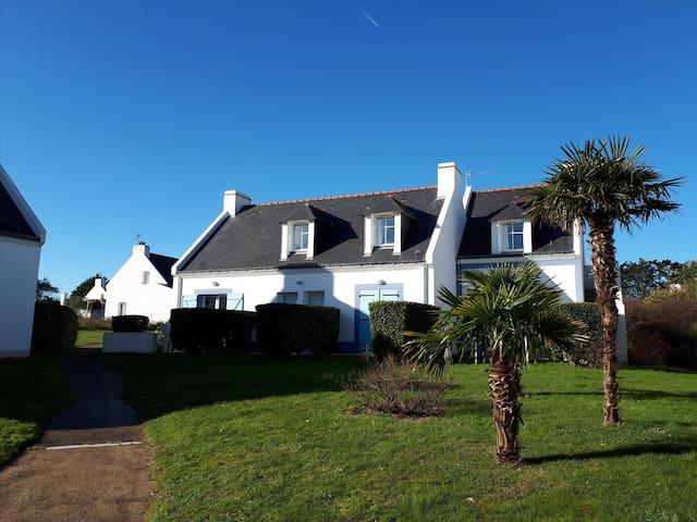Maison Belle Ile avec piscine, à 300 m de la plage