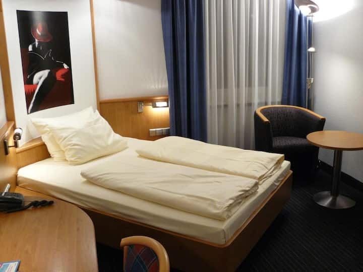 Chep and clean rooms at Stuttgart central station!