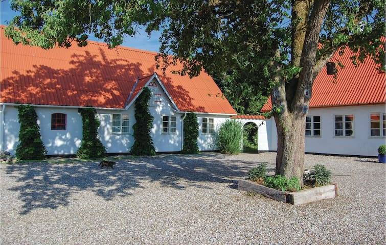 Holiday apartment with 2 bedrooms on 150m² in Rødding