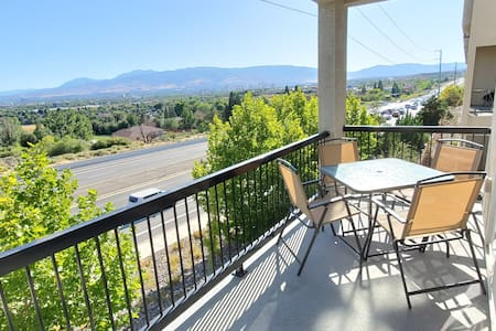 Newly furnished w/views, 9mins to airport&downtown