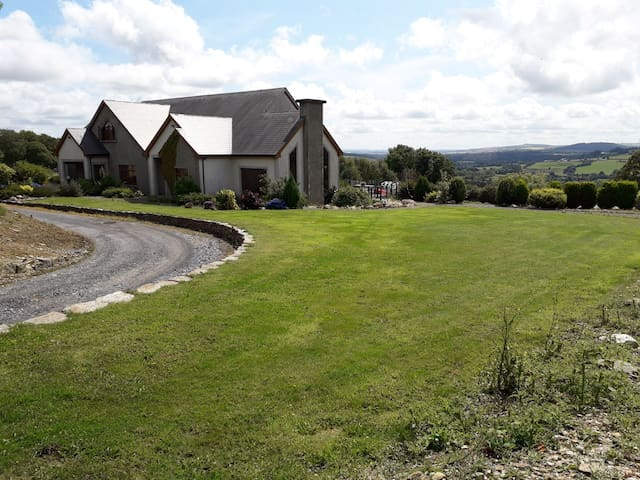 House is 4 miles from Bunclody