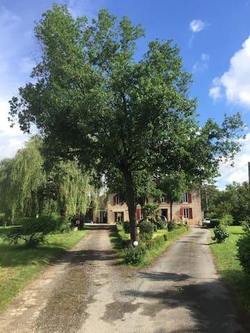 Maison de maître XVIIIème avec piscine chauffée