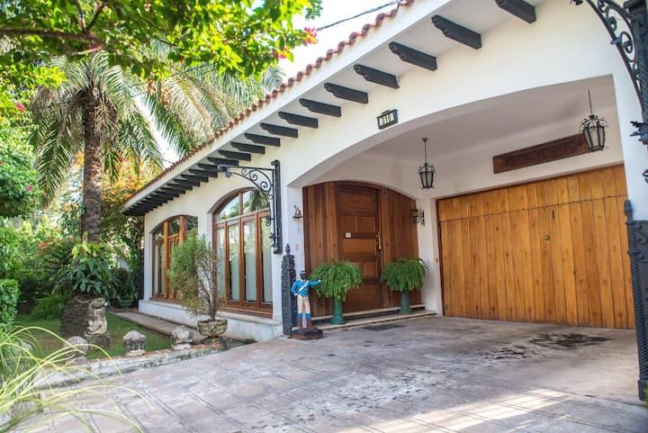 Residence by G Hostal Portería - Suite Ambar
