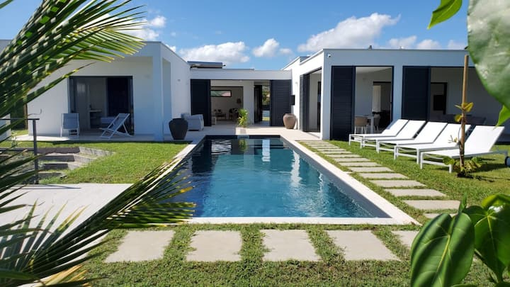 Villa Rosa Blanca - Beach Front Luxury Villa