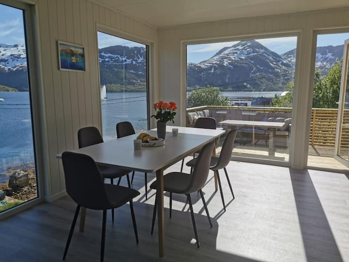 Waterfront Senja: apartment with beautiful seaview