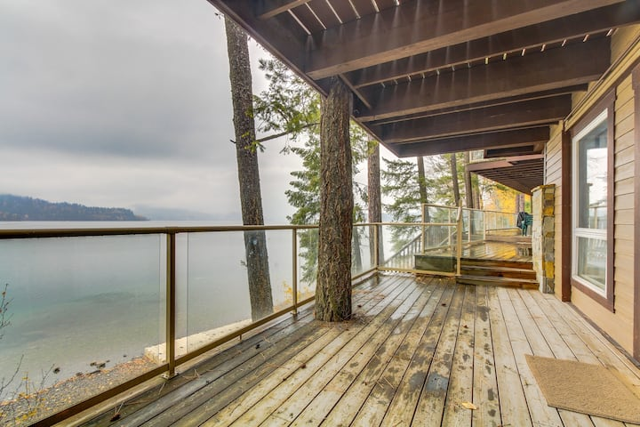 Lakefront condo with wonderful views - easy access to nearby skiing!