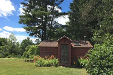 Charming private cabin on 65 acres, very peaceful. - Shaftsbury - Hytte