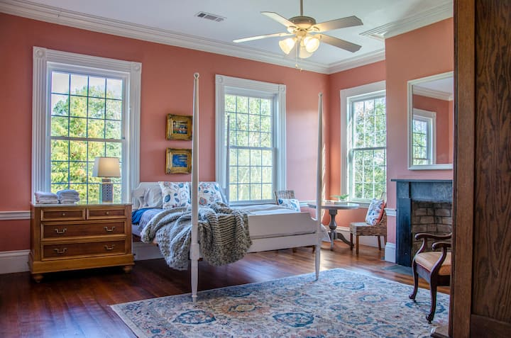 Rockwell House Pink Suite