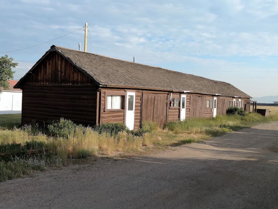 Grizzly lodge hunting fishing camp cabin 5 cabins for Colorado fishing lodges
