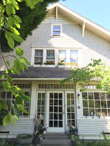 """A 1910 Craftsman Sears and Roebuck """"kit house"""" is being lovingly restored to its beautiful potential. Inch by inch, an old house is a cinch."""