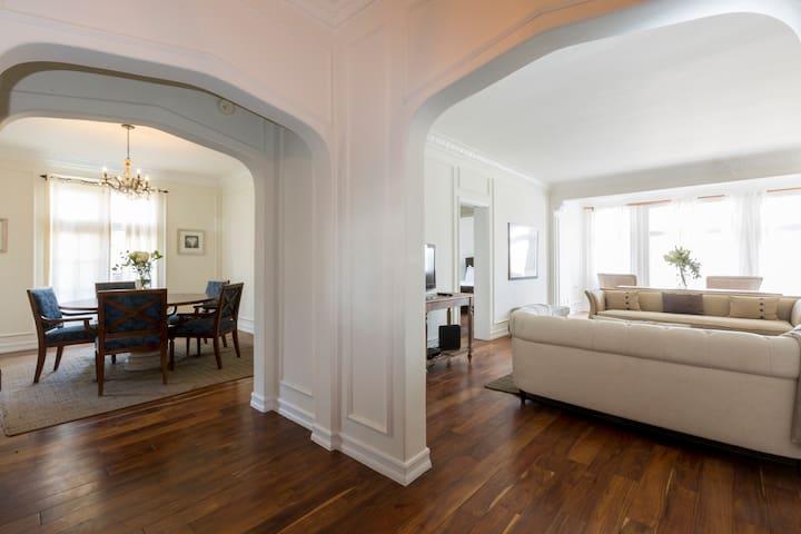 Very Large One Bedroom Flat- Historic Savoy Plaza
