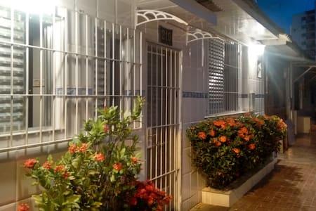 Linda casa de vila - Caiçara - 3 quadras da praia
