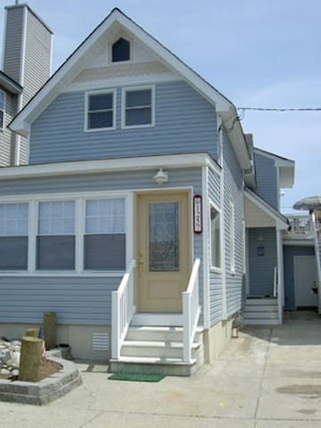 4 bedroom single family home 3 blocks to the beach
