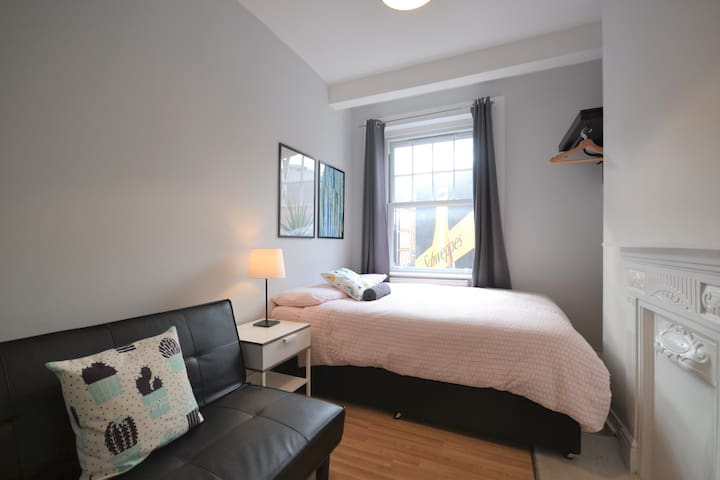 HS4-1 Premium Location in Heart of Brick Lane!