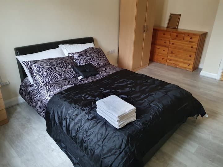 Large Double Bed room, Cambridge near A14