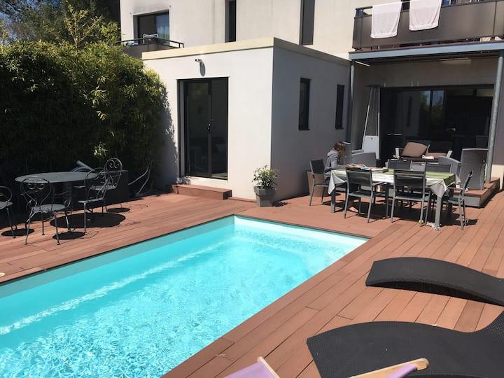 Studio dans villa avec piscine de septembre à juin
