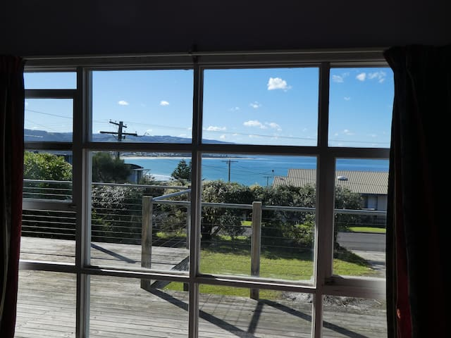 The Beach Shack, Ocean Views, 150 metres to Beach
