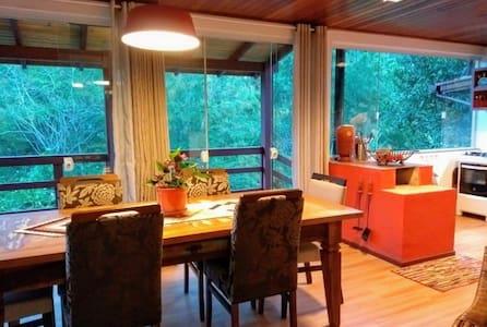 Casa Café no Bule, refúgio com cachoeira