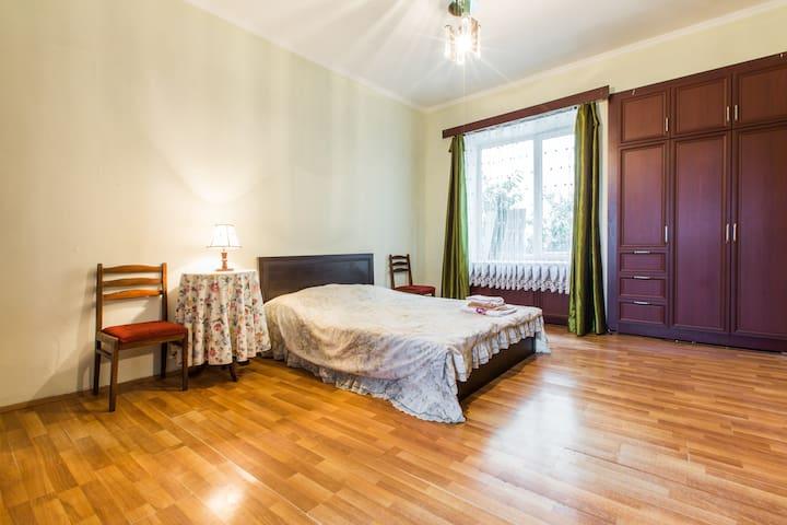 Big,bright Apartment (in the centre, Sololaki)