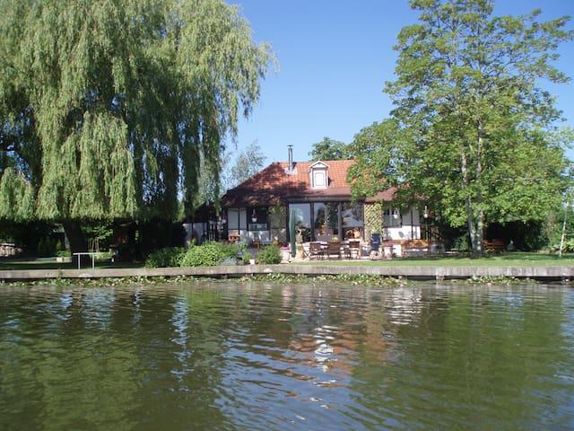 résidence de charme au bord du lac - Ardres - Talo