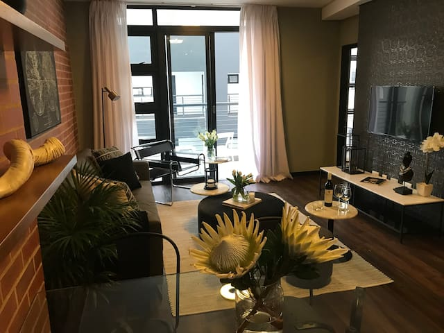 Modern 2Bed 2Bath self catering Apartment,Rosebank