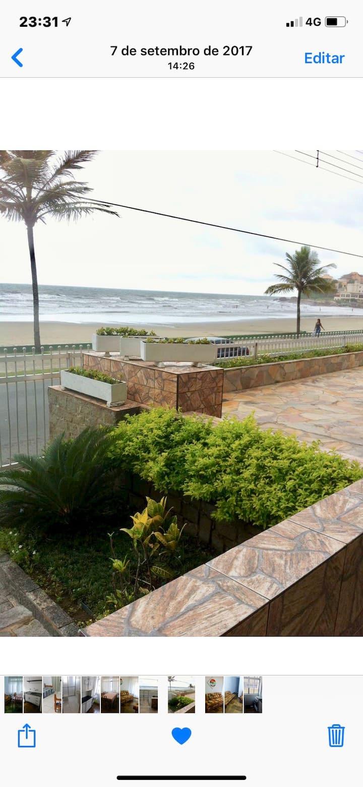 Apto Praia do Sonho em Itanhaem em frente à praia