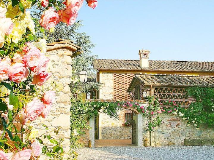 Antico Casale Sodini to Enjoy the Charm of Tuscany