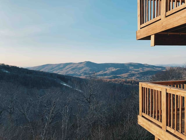 Chic Slopeside Mountain Condo w/ Long Range Views