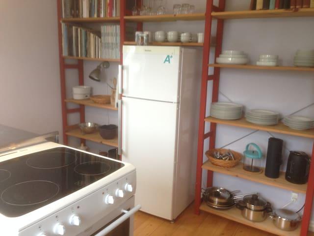 værelse med eget køkken & delebad - Odense - Villa