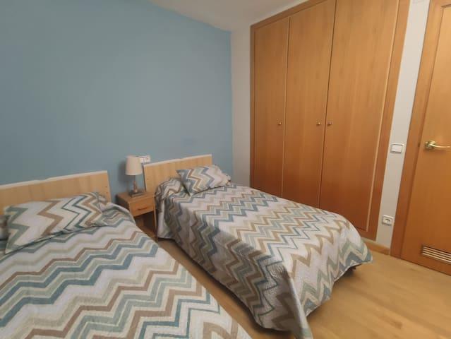 Habitación 2: camas individuales 90x190cm