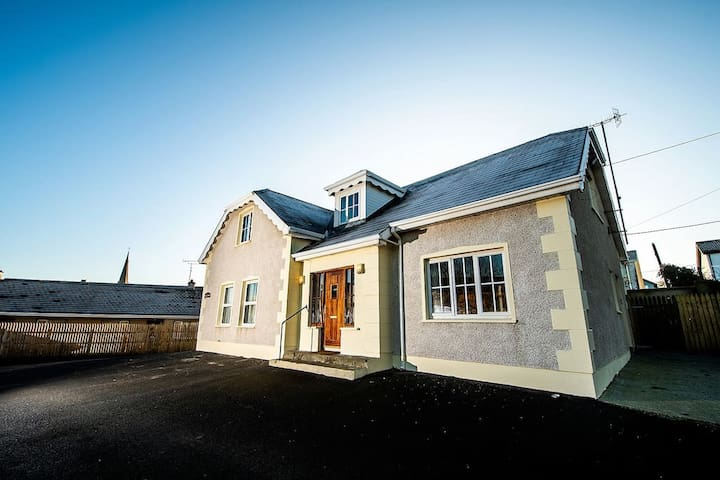 BRADÓG HOUSE - Centrally Located Luxury Home.