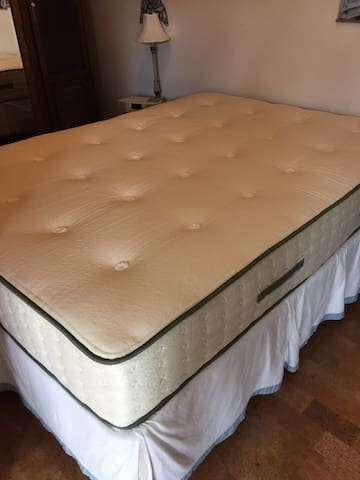 Brand new 2018. Organic queen firm mattress