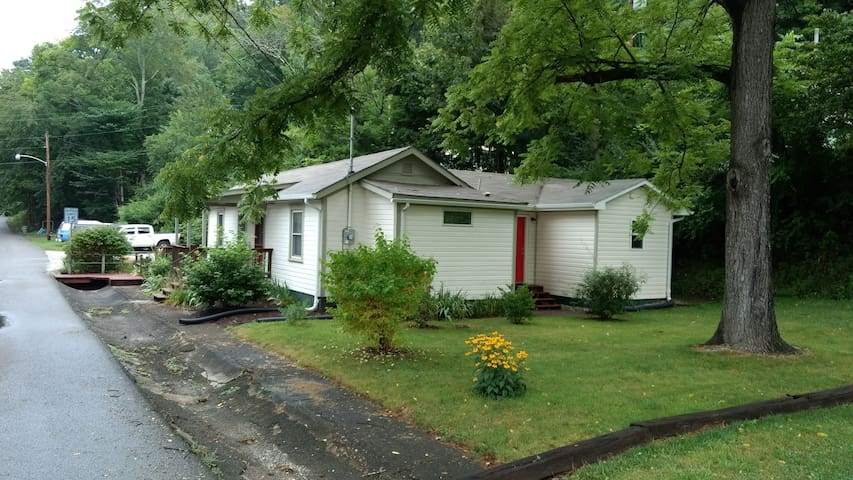 Whole 'Cottage' - 2 BR / 2 BA