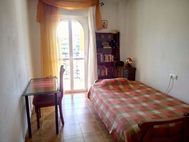 Private room in Fuengirola centre - Fuengirola - Huoneisto