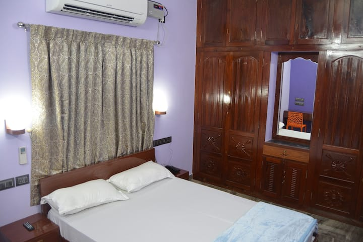 GOLDEN Homestay Double A/C Room-1B