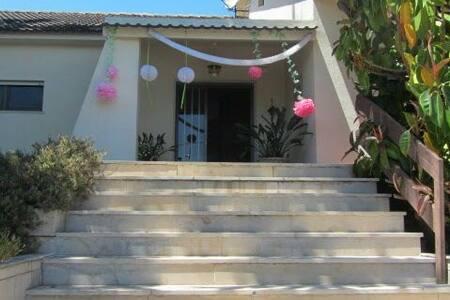 Um quarto em família numa moradia - Rio Maior - Hus