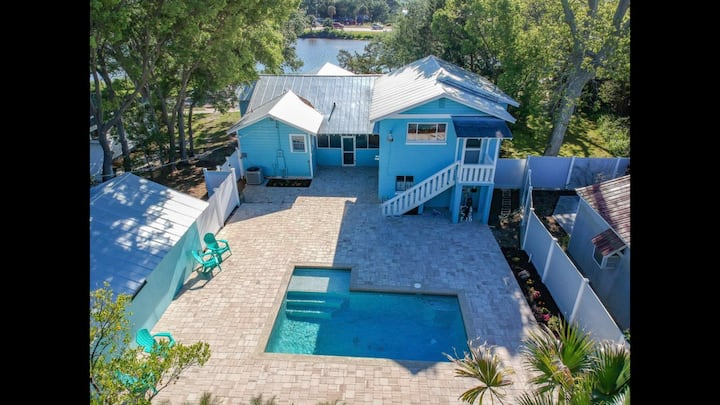 Mermaid retreat with pool on Oyster Creek