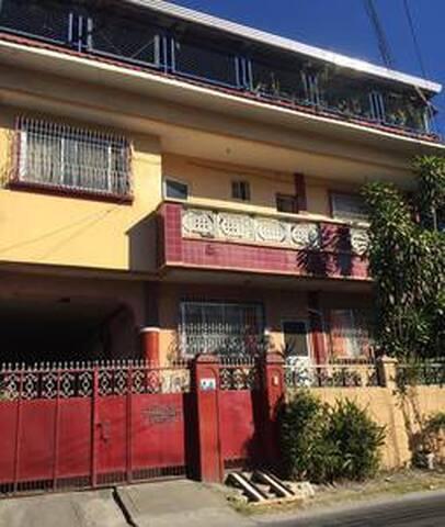 Olongapo, BnB. Pet-friendly. Private (R3)