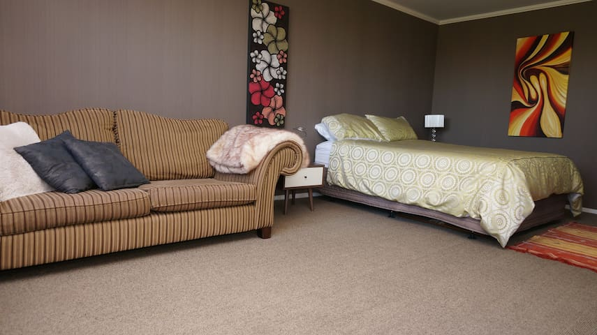Modern self-contained private studio - Palmerston North - Bed & Breakfast